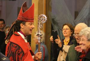 After-his-ordination-Wellington-s-new-Anglican-bishop-Justin-Duckworth-greets-wellwishers_articleimage